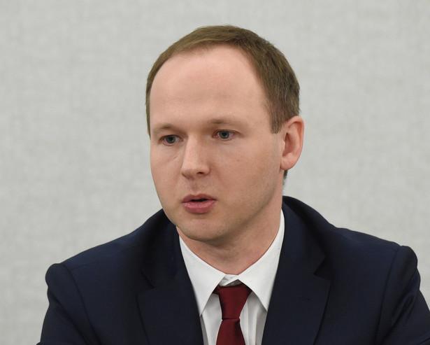 Senat powołał dr. Marka Chrzanowskiego z SGH do RPP w połowie stycznia tego roku. Był on kandydatem PiS