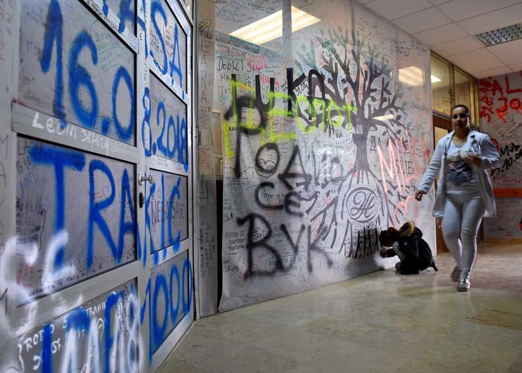 Kragujevac_porodiliste_grafiti na zidovima i plafonima_pored signalizacije u slucaju pozara_230119_RAS foto Nebojsa Raus17