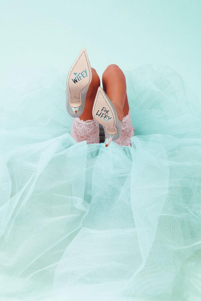 Ove cipele krasi i prikladan natpis