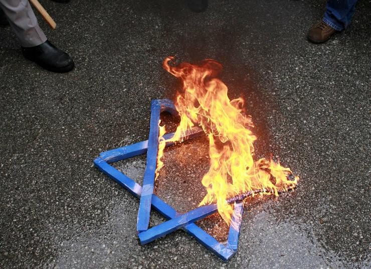 28912_antisemitizam-reuter