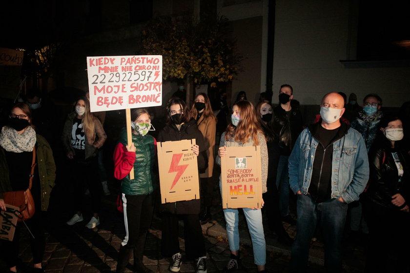 Protesty kobiet przed kurią we Wrocławiu