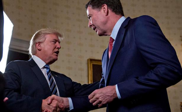 Były szef FBI będzie w czwartek występował przed senacką komisją dwukrotnie: rano podczas posiedzenia otwartego dla mediów i publiczności, a następnie po południu podczas posiedzenia przy drzwiach zamkniętych. Na zdjęciu Donald Trump i James Comey