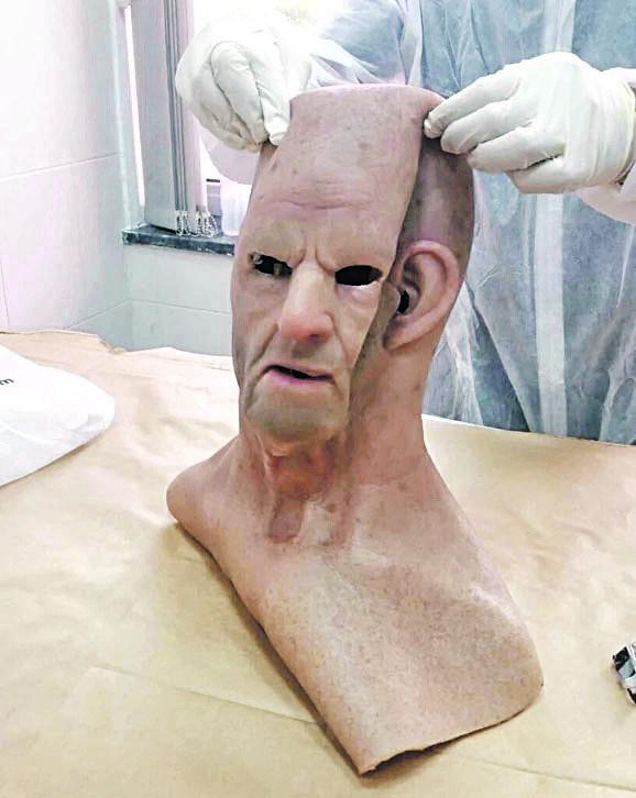 Silikonska maska kvalitetna na internetu se može kupiti za oko 400 evra