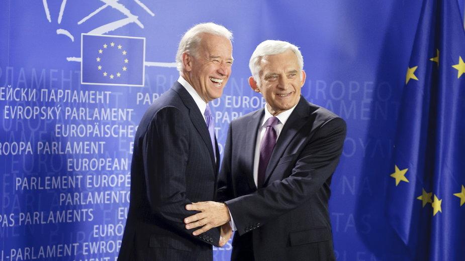 (od lewej) Joe Biden i Jerzy Buzek w Parlamencie Europejskim. 6.05.2010 r.