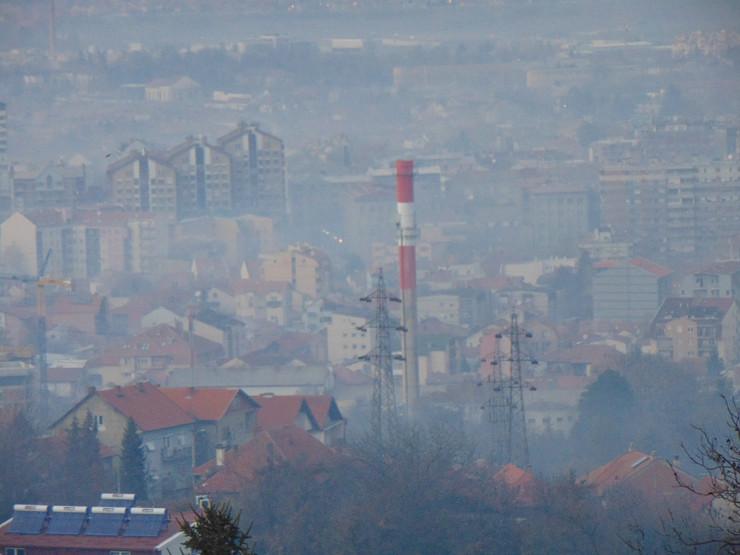 NIS09 Sumorna slika Nisa u izmaglici aerozagadjenje Saborni hram  foto Branko Janackovic
