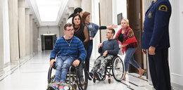 To dlatego zakazali niepełnosprawnym spacerów po Sejmie! Rodzicami powinien się zająć RPO?