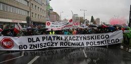 Protest rolników w Warszawie. Zablokowali kluczową trasę