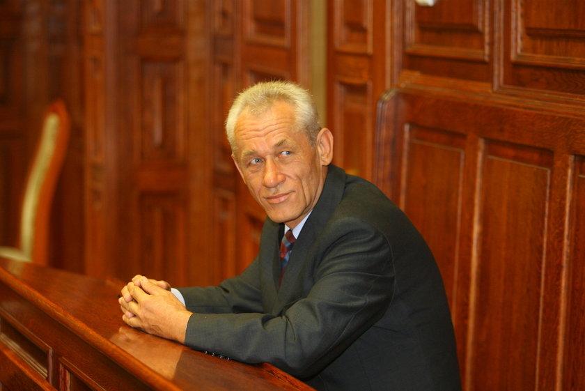 Sylwetka Kaczyńskiego znaleziona w szafie ubeka