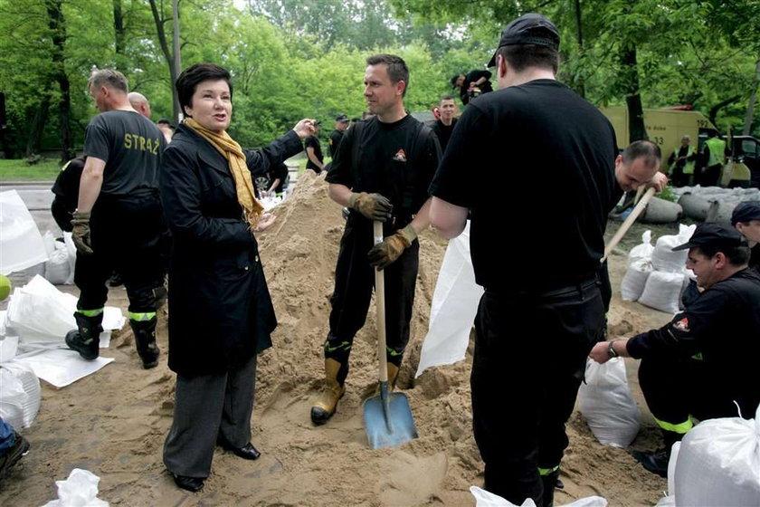 Gronkieiwcz lansuje sie na powodzi