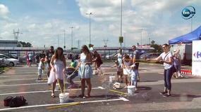 Każdy mógł poczuć się jak dziecko. Na warszawskim Targówku odbył się Ogólnopolski Festiwal Baniek Mydlanych