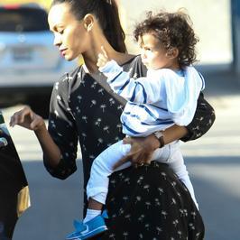 Zoe Saldana z dziećmi. Nogi aktorki robią furorę w sieci!
