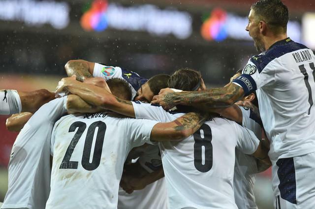 Fudbalska reprezentacija Srbije slavi gol za pobedu nad Norveškom