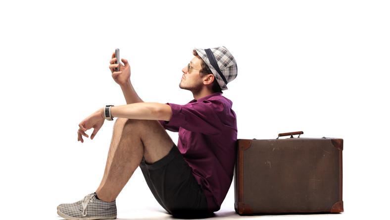 """Ważne jest, aby nie afiszować się statusem turysty. """"Niejednokrotnie kradzieże mają miejsce w centralnych punktach miast. Niebezpieczne są również dworce, czy przejścia tranzytowe"""" - komentuje Marco Brinkmann z Tripsta.pl. W niektórych miejscach lepiej nie decydować się na nocne spacery. Umiarkowana ostrożność, przykładowo chowanie aparatu fotograficznego, rzadkie korzystanie z telefonu, płacenie niedużymi kwotami, to wszystko może skutecznie zniechęcić potencjalnego złodzieja"""