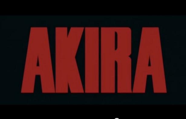 """""""Akira"""" to jeden z kamieni milowych w japońskiej mandze i anime. Cyberpunkowa opowieść o New Tokyo, ukazująca się w latach 1982-1990, z miejsca stała się klasykiem. Anime, które trafiło do kin sześć lat po ukazaniu się pierwszego zeszytu mangi, powtórzyło ten sukces z nawiązką. Nic dziwnego, że od lat mówi się o jej fabularnej ekranizacji. Od lat jednak nic z tych zapowiedzi nie wychodzi. Grupa fanów skrzyknęła się wiec jakiś czas temu w sieci i przeprowadziła zbiórkę w celu nakręcenia choć fragmentu filmu z żywymi aktorami. Dwa lata temu wystartowała ich kampania w serwisie IndieGoGo. Pełnej kwoty nie udało im się zebrać – wpłacono tylko 3,5 tys. dolarów, ale krótki, całkiem sprawny zwiastun filmowy powstał."""
