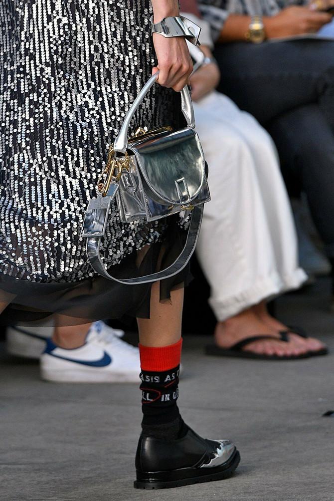 Modna kuća Sacai predstavila je modele čarapa i sokni za proleće 2018