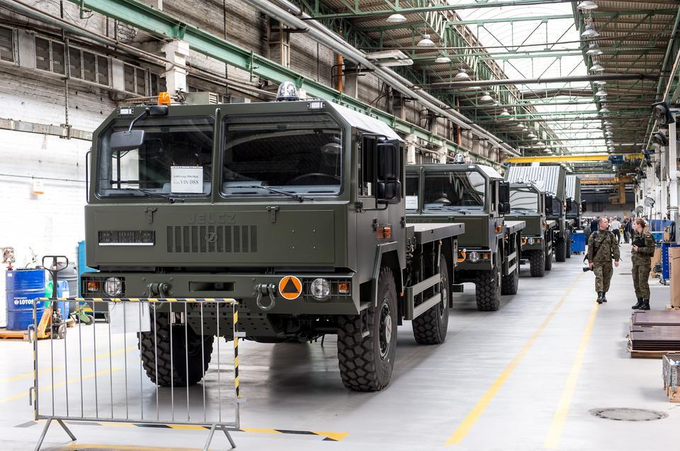 Macierewicz: celem modernizacji wojska możliwość samodzielnej obrony