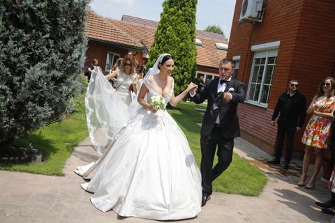 ONA JE UHVATILA BIDERMAJER na venčanju Aleksandre Prijović, a onda je sve iznanadila Brenina izjava! Video