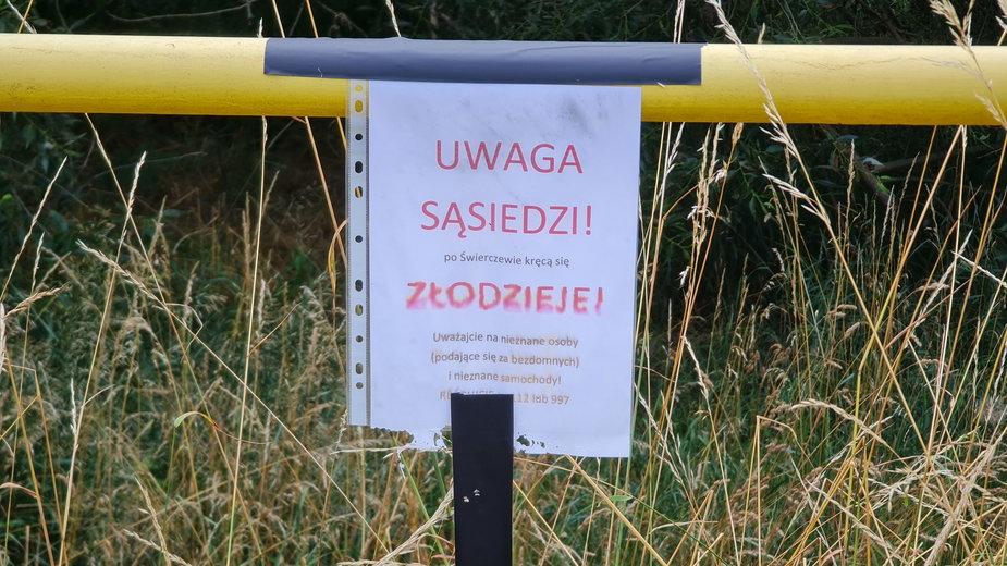 Mieszkańcy wywiesili ogłoszenia z ostrzeżeniem o złodziejach, fot. Codzienny Poznań