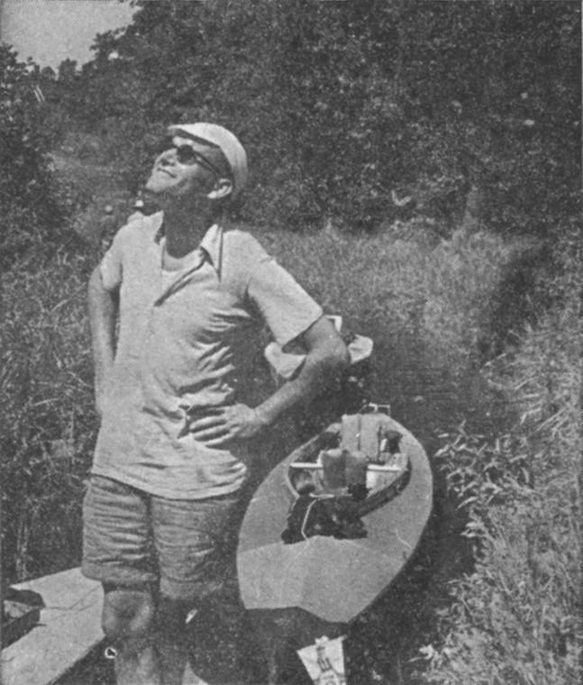 Karol Wojtyła na spływie kajakowym. źródło public domain.