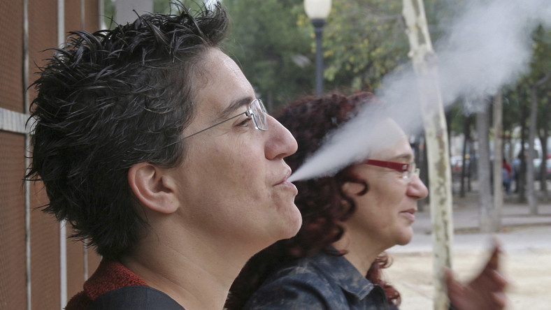 Ponad połowa Polaków polubiła zakaz palenia w pubach