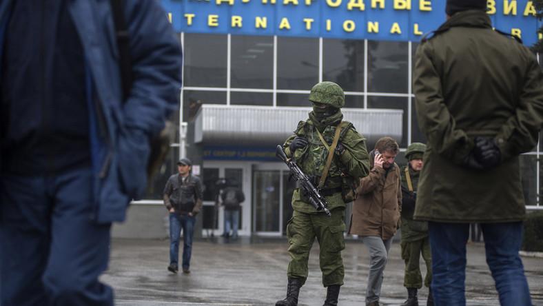 Żołnierze na lotnisku