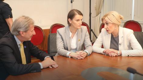 Johanes Han i premijer Ana Brnabić juče u Trstu