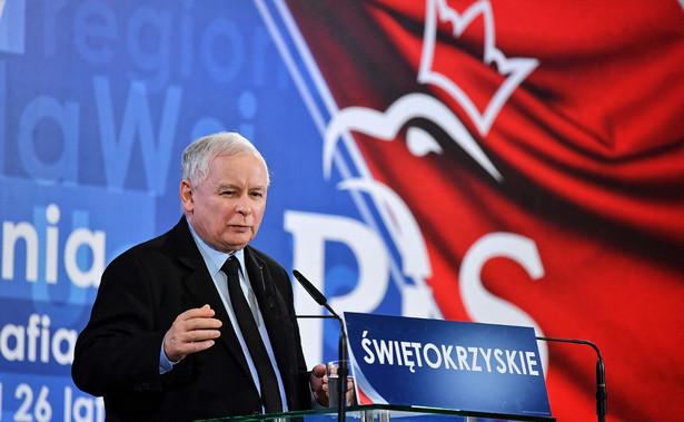 """""""To jest taka demokracja naprawdę, bo jeżeli wybory sprowadzają się do tego, że się różne rzeczy ludziom opowiada, a później nie wykonuje, to czymże są wybory. Po prostu taką procedurą bez znaczenia, są taką uroczystością, z której nic nie wynika"""" - mówił Kaczyński."""