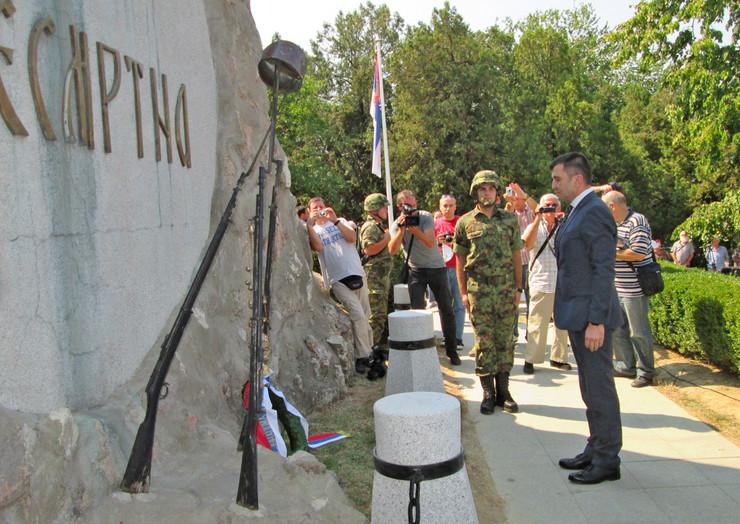 Loznica01 obelezena 103 godisnjica cerske bitke ministar djordjevic polaze venaac foto s.pajic