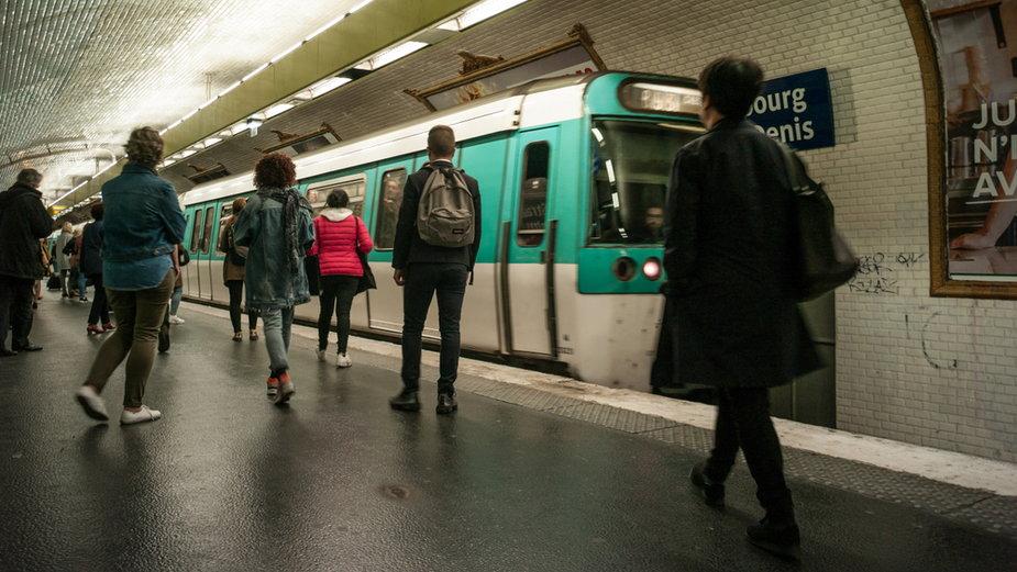Stacja metra w Paryżu