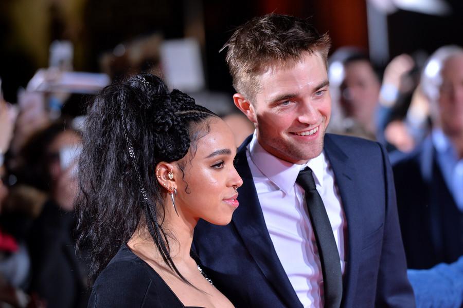 Robert Pattinson musi mieć się na baczności, ktoś zna jego sekrety!