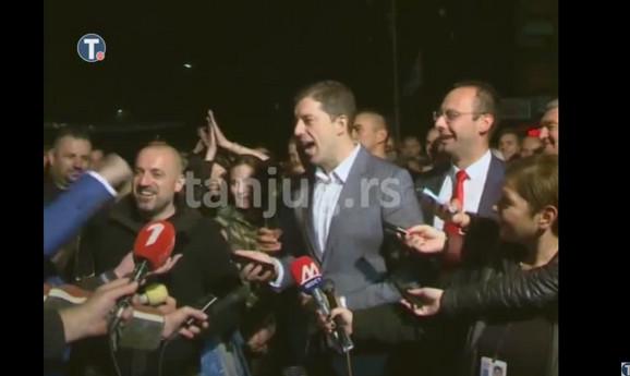 Đurić sa okupljenima na KiM sluša Vučićevu čestitku
