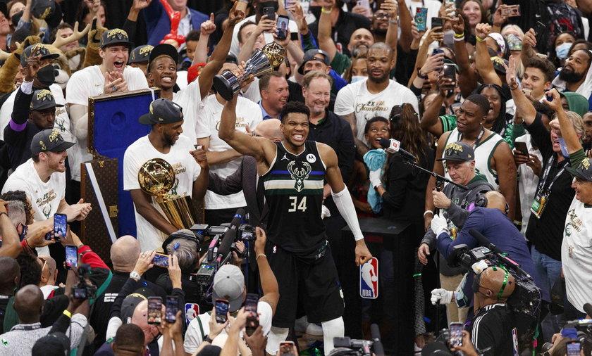 Milwaukee Bucks nowymi mistrzami NBA! Giannis Antetokounmpo został MVP Finałów.