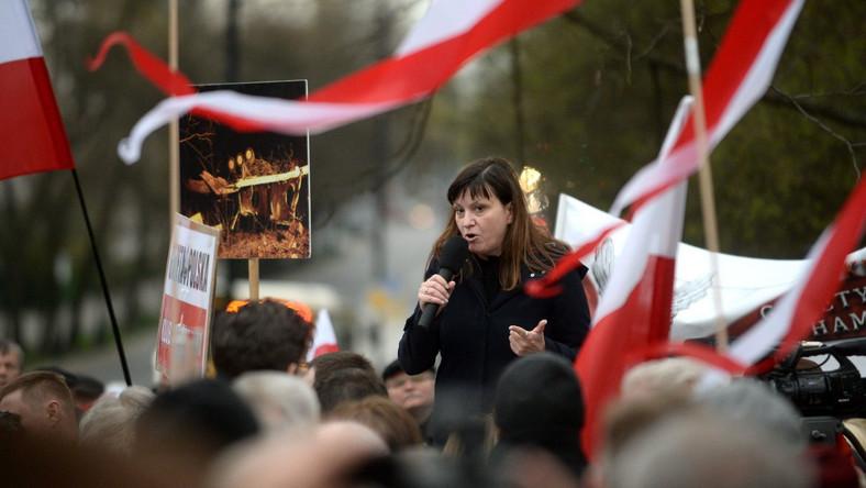 Ewa Stankiewicz w czasie manifestacji pod ambasadą Rosji