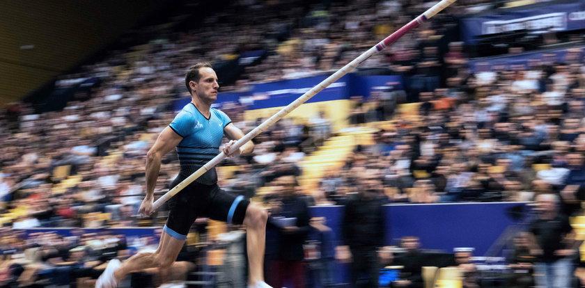 Lavillenie organizuje zawody sportowe w domu. Skacze o tyczce w ogrodzie