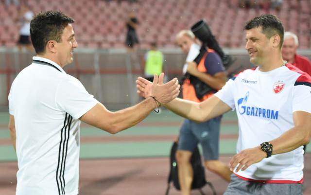 Pozdrav trenera, Sime Krunića (Čukarički) i Vladana Milojevića (Crvena zvezda)