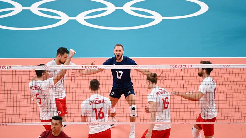 Siatkarze reprezentacji Polski cieszą się podczas meczu grupowego z Wenezuelą
