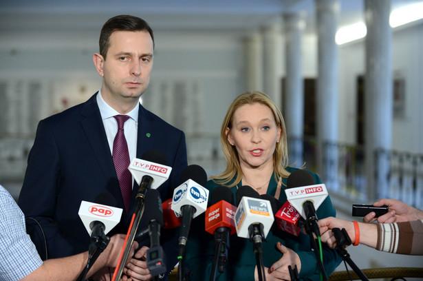 Prezes PSL Władysław Kosiniak-Kamysz oraz posłanka PSL Andżelika Możdżanowska podczas konferencji prasowej w Sejmie.
