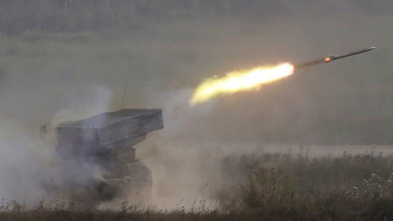 Według defence24.pl prezentacja uzbrojenia odbywa się w wielu miejscach. M.in. na poligonie Kadamowskim, w Kronsztadzie, w przemysłowo-obronnym kompleksie Obwodu Tulskiego, a także we Władywostoku i a poligonie Ałabino pod Moskwą. Na zdjęciu: system rakietowy Grad.