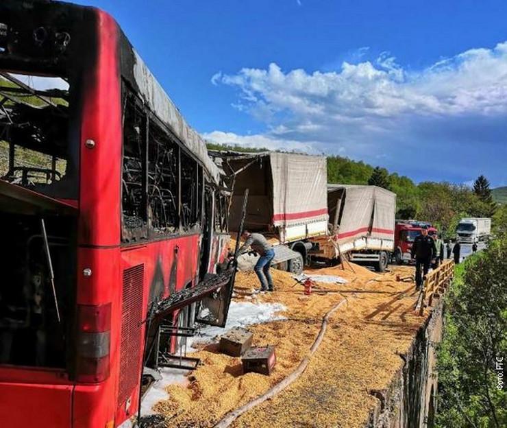 Težak sudar kamiona i autobusa: poginule četiri osobe /foto: RTS