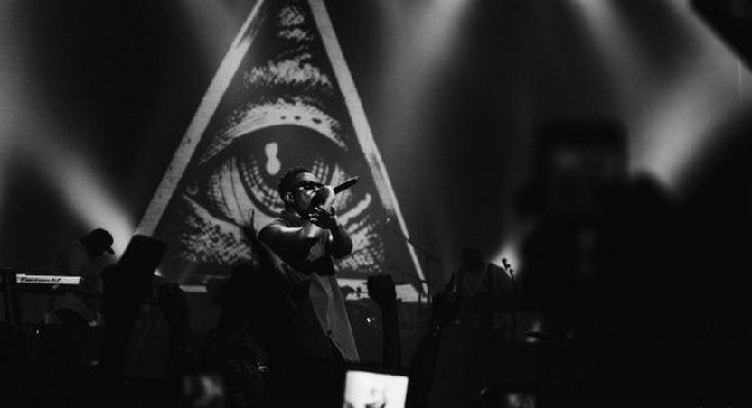 Sarkodie projects the Illuminati symbol during his performance at History In The Making concert held at Apollo Theatre, UASA last month