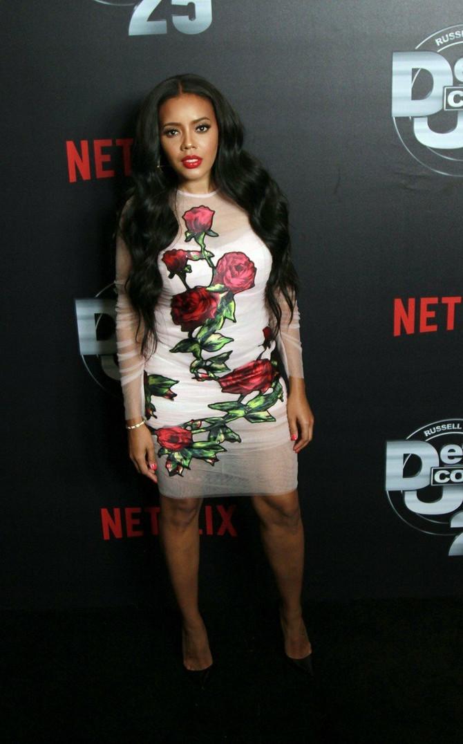 Dizajnerka na premijeri u cvetnoj haljini