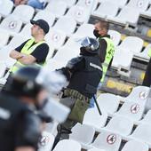 KRV, MODRICE, PODLIVI... Kadete Partizana, dečake od 14 godina, brutalno su u gradskom prevozu pretukli navijači Zvezde, a sada su se pojavile i fotografije njihovih povreda...
