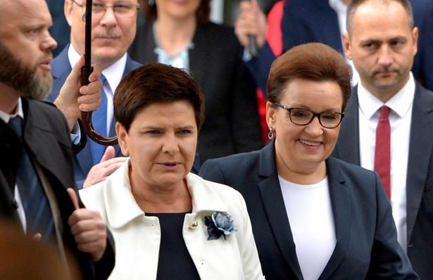 """Premier podkreśliła, że polska szkoła dzięki reformie """"będzie szkołą, w której każdy musi znaleźć równe szanse bez względu na to, skąd pochodzi, gdzie mieszka, jakie są możliwości materialne jego rodziców"""""""