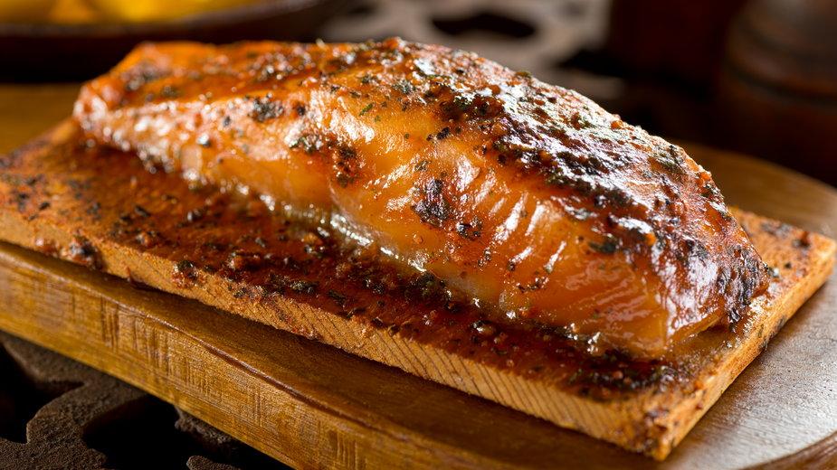 Łososia warto zamarynować wcześniej, by mięso nabrało smaku - fudio/stock.adobe.com