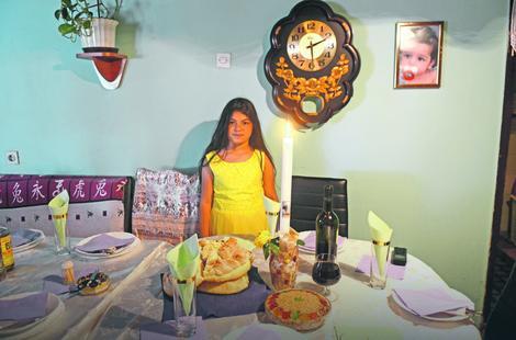 Na trpezi obavezni kolač i žito, a najviše se raduju najmlađi