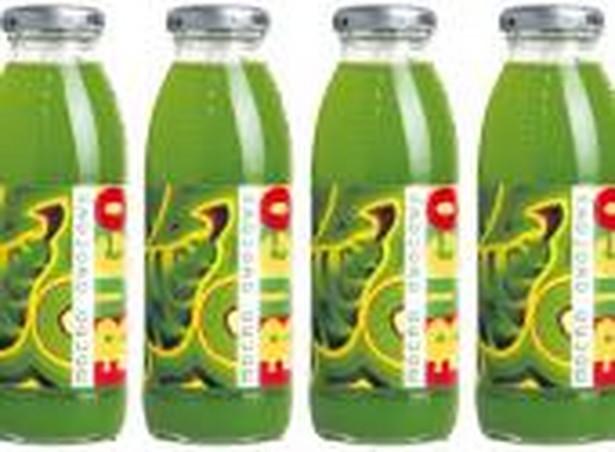 Frugo dostępne jest na rynku w szklanej butelce o pojemności 250 ml, której wyjątkowy kształt doskonale pamiętamy sprzed lat z równie kultową klikającą nakrętką. Sugerowana cena detaliczna napoju to 1,99 PLN. Fot. Forum