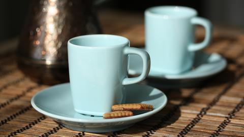 Kawa w pracy z kubka lub filiżanki jest pyszna. Ale w naczyniach kryją się groźne bakterie