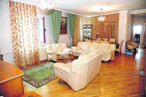 Pinkova zvezdica nam je otvorila vrata svog doma: Raskoš na sve strane, a tek da vidite kako izgleda spavaća soba!
