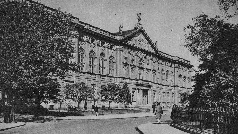 Pałac w latach przedwojennych.