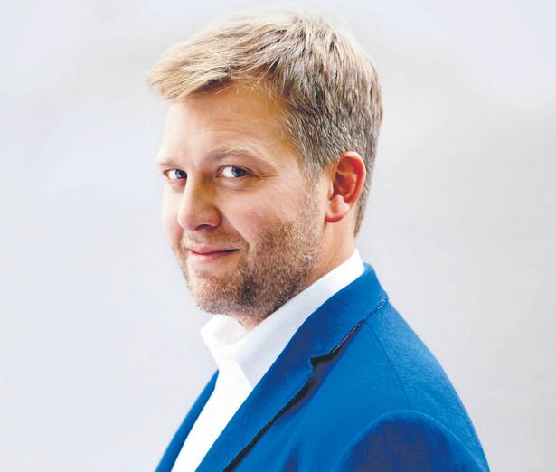 """dr Alek Tarkowski, prezes fundacji Centrum Cyfrowe, współautor raportu """"AlgoPolska. Zautomatyzowane podejmowanie decyzji w służbie społeczeństwu"""" fot. Materiały Prasowe"""